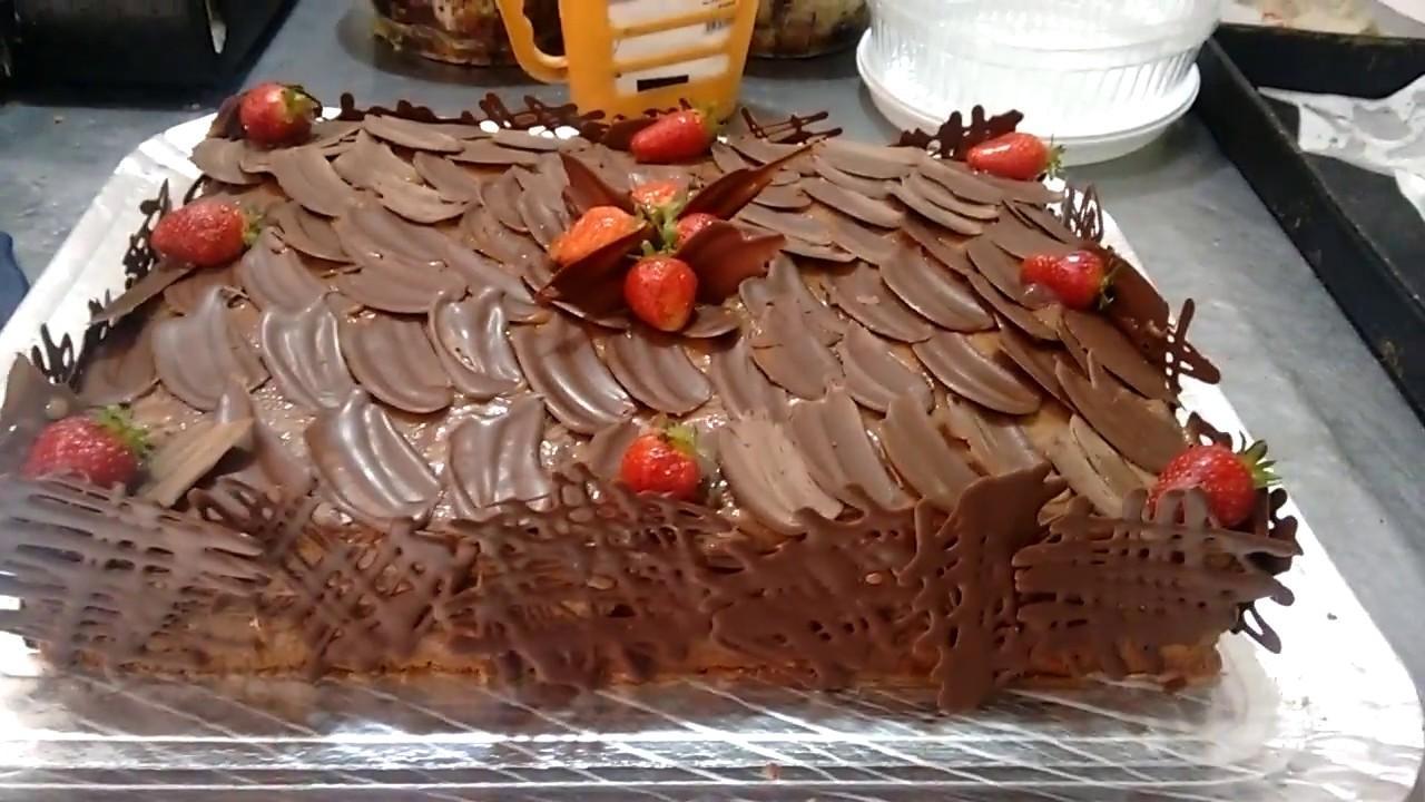 Bolo quadrado de 4 kg com chocolate fracionado, morangos e recheio de brigadeiro YouTube