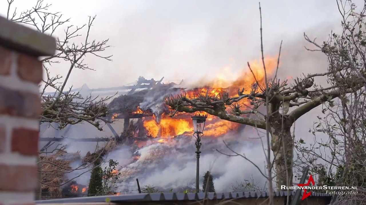 28ff240227c Woonboerderij met rieten kap in brand op de Donk in Brandwijk [update] |  Alblasserwaard