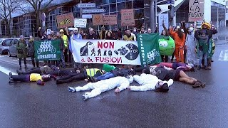 Bayer-Monsanto merger plan protests Campaigners say the proposed Bayer-Monsanto EU deal will create a large conglomerate with too much market share. READ MORE ..., From YouTubeVideos
