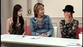 電話占いVERNIS所属の占い師が坂下千里子さんの将来を占う様子です。