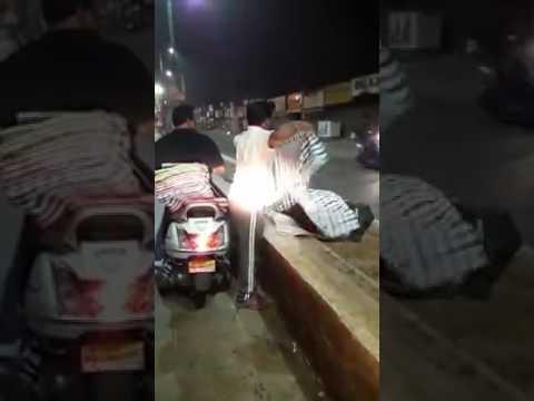 Selfless Help: Man distributing kambals to people who sleeps on footpath