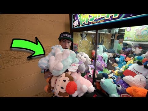WINNING EVERYTHING FROM THE CLAW MACHINE!!!