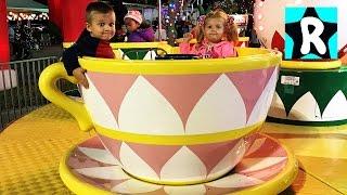 ВЛОГ Новогодня Ярмарка в Орландо Парк Новогодних Развлечений Видео для Детей Amusement Parks VLOG(Рома и Диана пришли на Новогоднюю Ярмарку в Орландо. Это Огромный Парк полный Новогодних Развлечений для..., 2016-12-21T15:15:35.000Z)