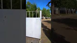 Видео читателя: перед входом в школу № 48 обнаружен опасный мусор