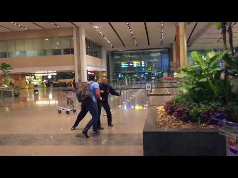 2018 Aussie bogan fights police officers at Singapore Changi Airport