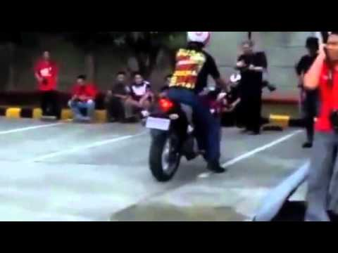 2011 2012 Honda CBR 250 brake test with & out C ABS (www cbr250 org)