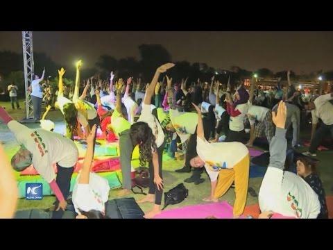 Celebran egipcios el Día Mundial de Yoga