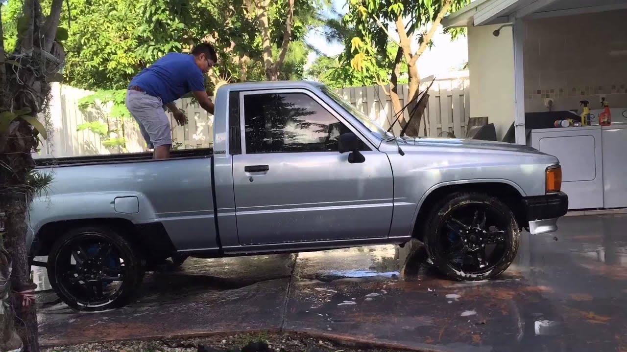 Jdm 88 Toyota Pick-up Car Wash