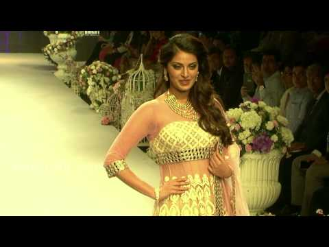 Miss World Parvathy Omanakuttan Ramp walk in Indian Bridal wear