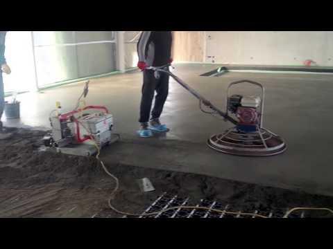 Concrete screed machine