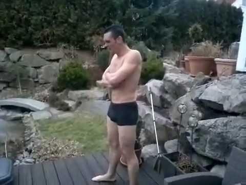 Saut dans une piscine gelée