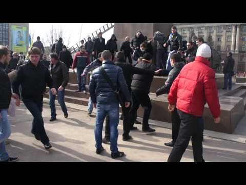 Видео НикВести: Драка за Ленина в Николаеве