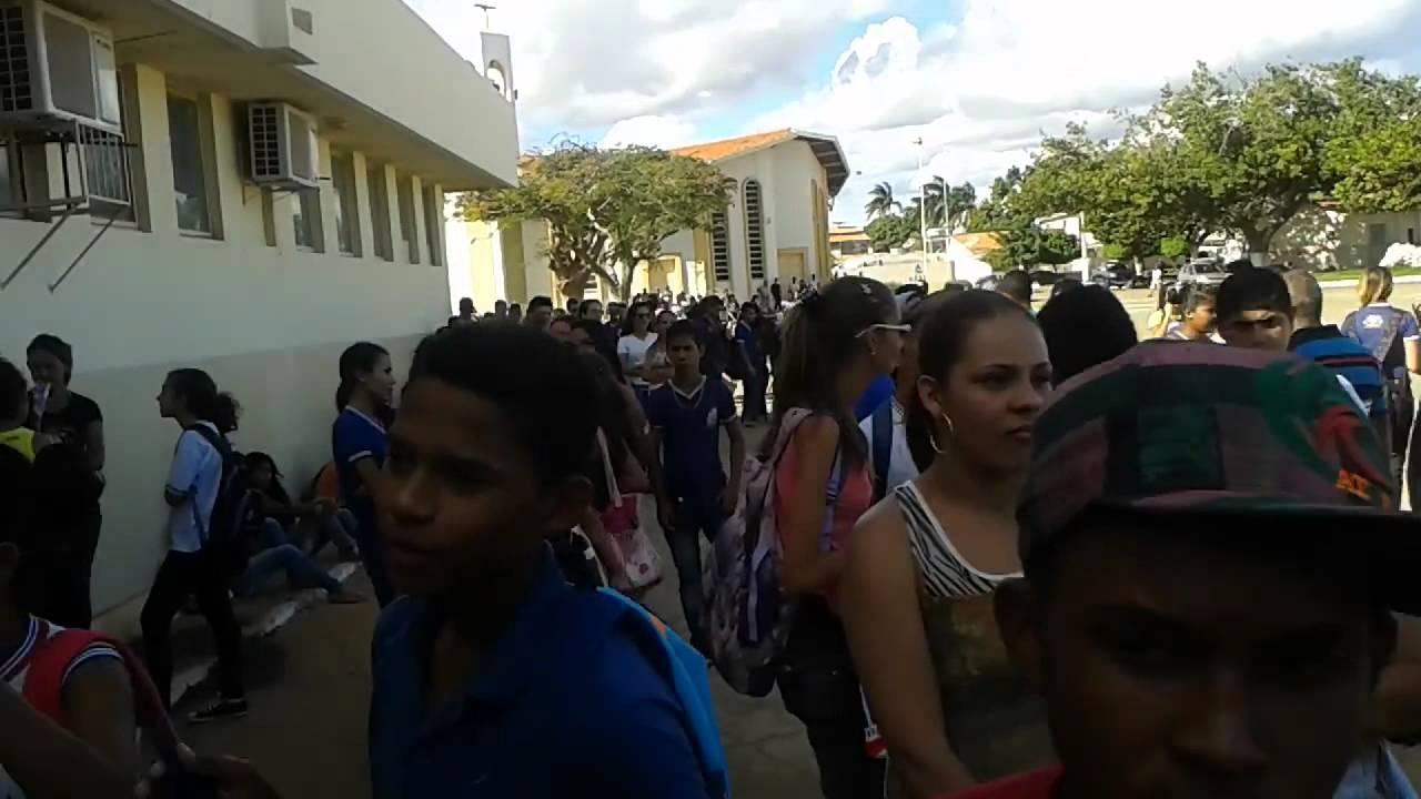Alunos da cidade de Casa Nova-BA protestam contra o prefeito