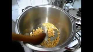 Как приготовить ПОПКОРН в КАСТРЮЛЕ быстро(Показываем как бстро приготовить вкусный соленый попкорн (или же без соли) в кастрюле дома. Ни одно из моих..., 2014-11-12T10:03:49.000Z)