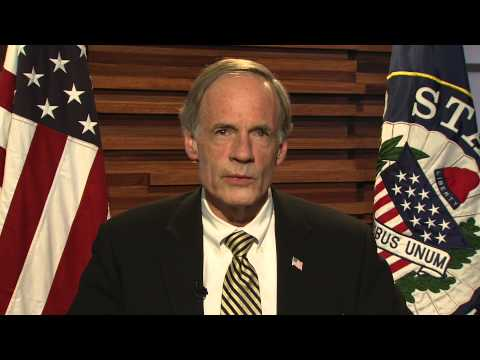 Sen. Tom Carper Encourages Participation in Holiday Mail for Heroes Program