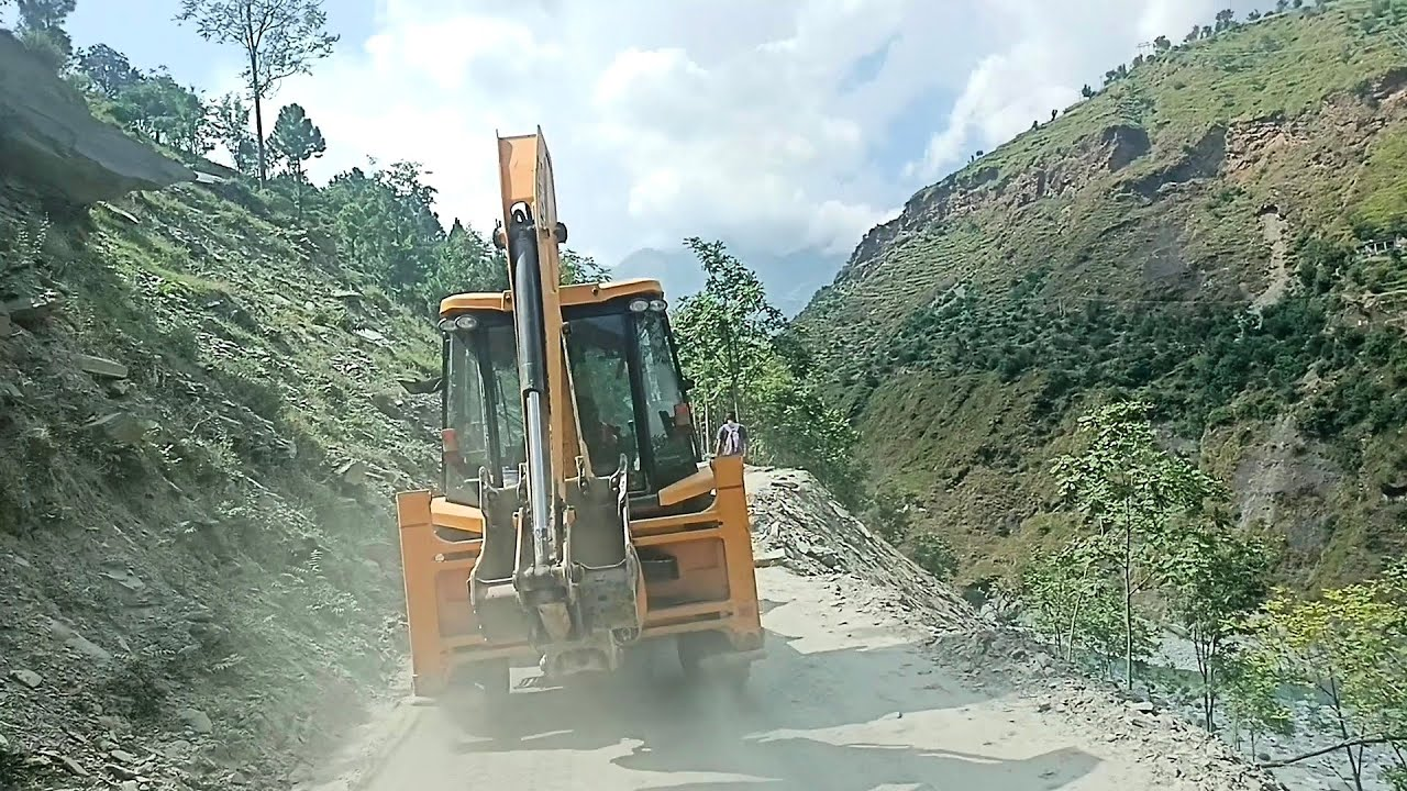 The dangerous path of the mountains is run jcb. please like kijiye 🙏🙏🙏