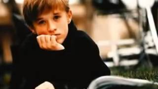 Haley Joel Osment -Young