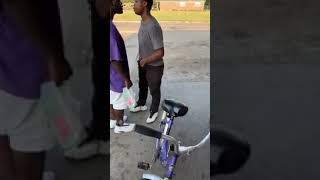 Fighting in the ghetto funny must watch!!!!