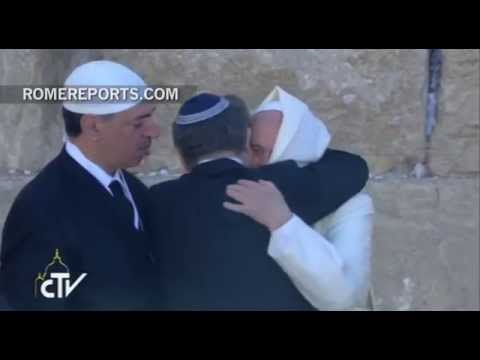 Papal visit leads to embrace between Christian, Jew and Muslim at Wailing Wall