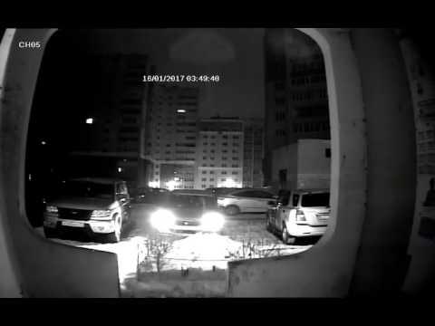 В Брянске мужчина изуродовал машину соседу и скрылся - YouTube
