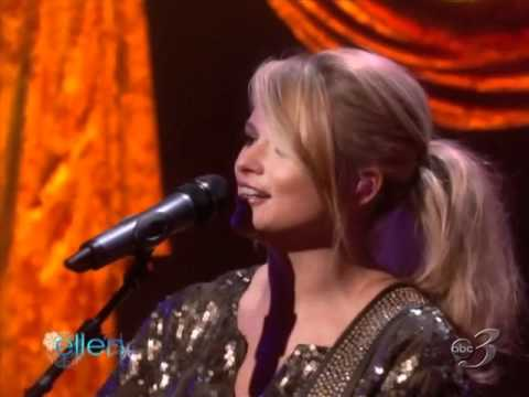 Miranda Lambert - Only Prettier (Live At Ellen Show 12/06/2010)