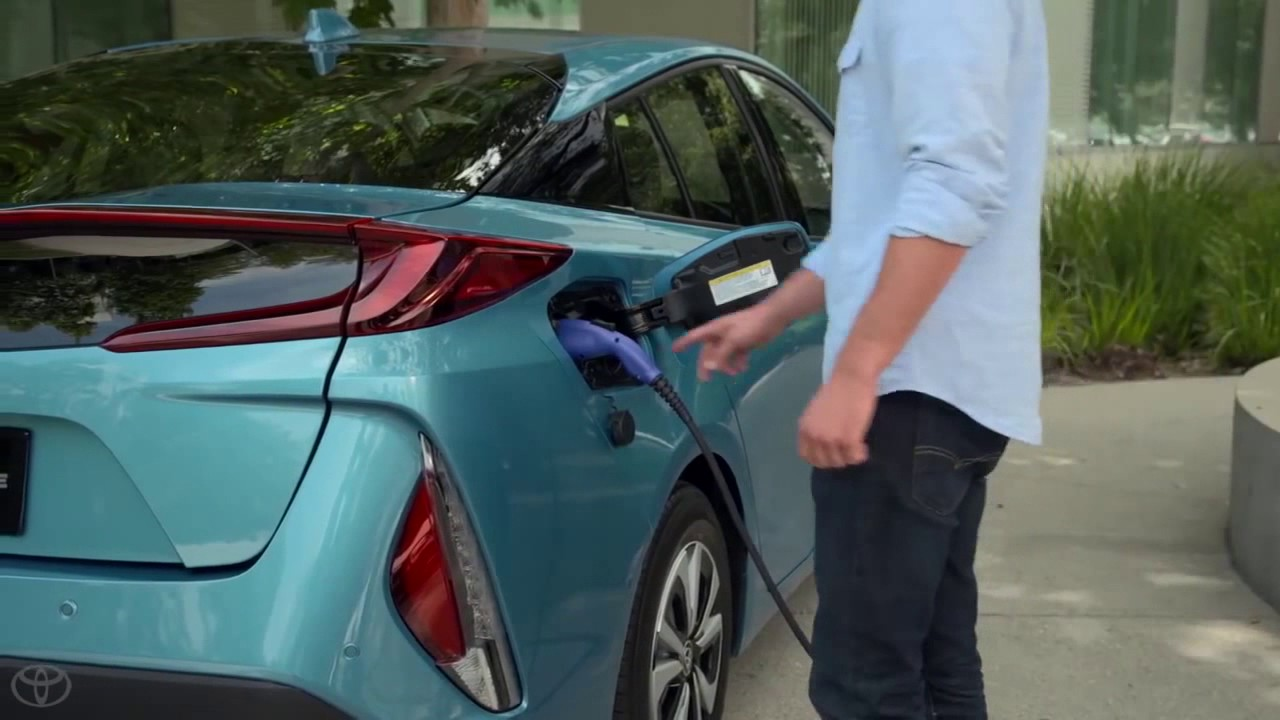 How To Charge The Battery On Your 2017 Toyota Prius Prime