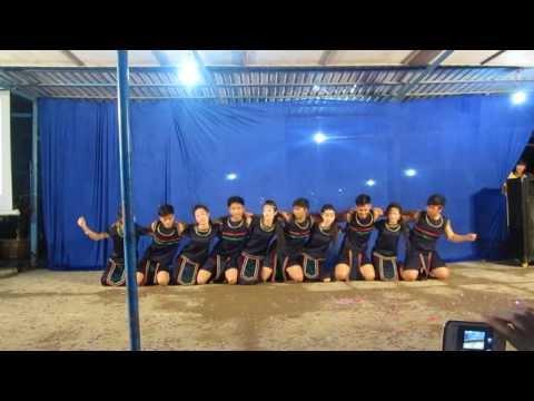 múa: chuyện tình trên thảo nguyên lớp 12c3 THPT Trần Văn Thời