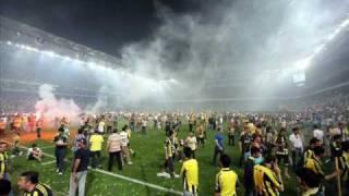 Kadikoyde yanlis anons ile gelen huzun ve ofke... Fenerbahce - Trabzonspor, 16.05.2010