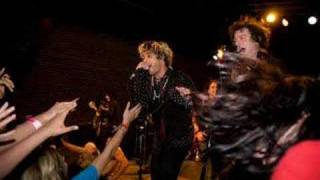 Watch Foxboro Hot Tubs 27th Ave Shuffle video