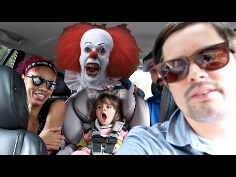FUNNY CLOWN PRANK ON GIRL