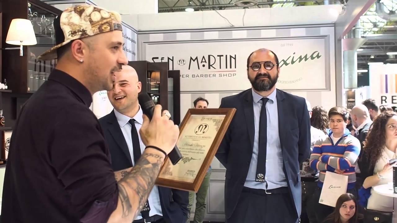 Consegna a hiro della targa di merito della sen martin for Sen martin arredo per barber shop