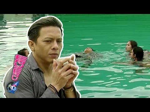 Berenang, Ariel Dikelilingi Cewek Seksi - Cumicam 18 November 2015