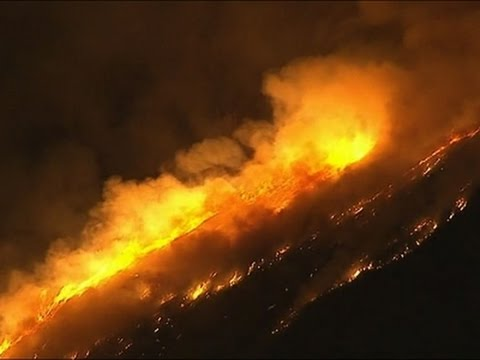 Raw: Huge Wildfires Burning East of Los Angeles