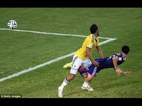 Cú bay người đánh đầu tuyệt đẹp của Shinji Okazaki tung lưới Colombia