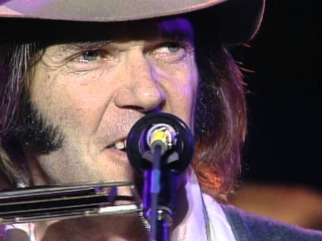 neil-young-my-my-hey-hey-out-of-the-blue-live-at-farm-aid-1985-farmaid