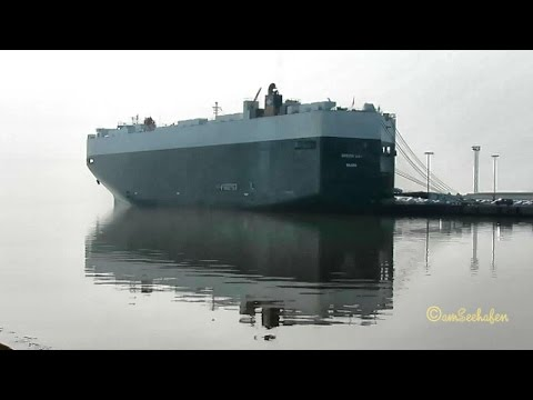 Car Carrier GREEN BAY V7IA3 IMO 9339818 Emden Embarking Export Cars Autotransporter Beladung