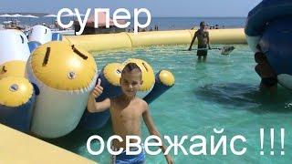 видео Детские горки для дачи: пластиковые надувные, с качелями или бассейном