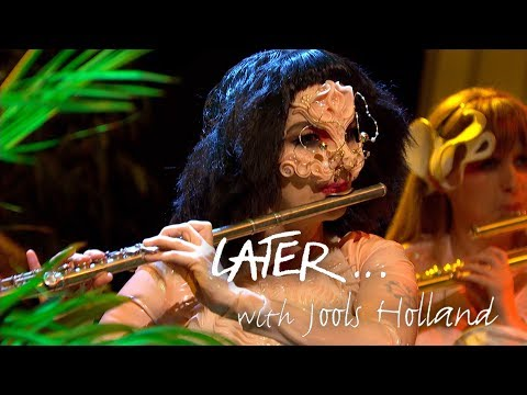 (First TV performance in 8 years) Björk - Courtship
