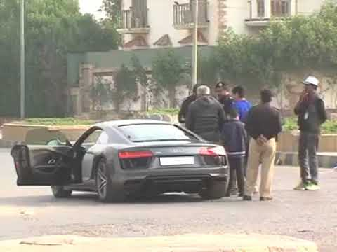 Hot Debate between Audi Owner and Karachi Police in Karachi