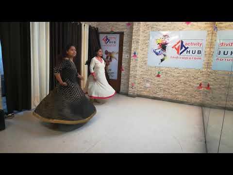 Deepshika & Sunita On GHAGRA - REKHA BHARDWAJ | VISHAL DADLANI