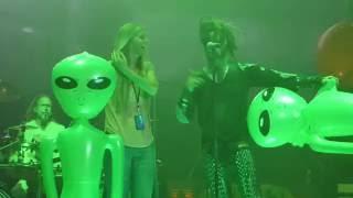 """""""Everybody's Fucking in a UFO"""" Rob Zombie & Sheri Moon Zombie@Camden, NJ 9/2/16"""