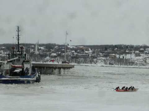 Canot à glace : Équipe CGI et Ocean K. Rusby