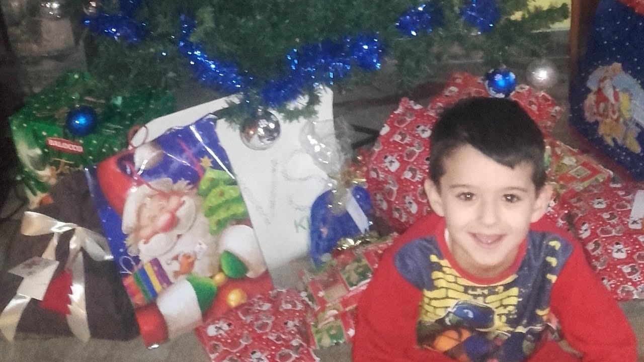 Bambini Che Scartano I Regali Di Natale.Ecco I Regali Di Natale Di Pippo