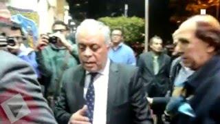 أشرف زكي يقدم العزاء لأسرة حمدي أحمد (اتفرج)