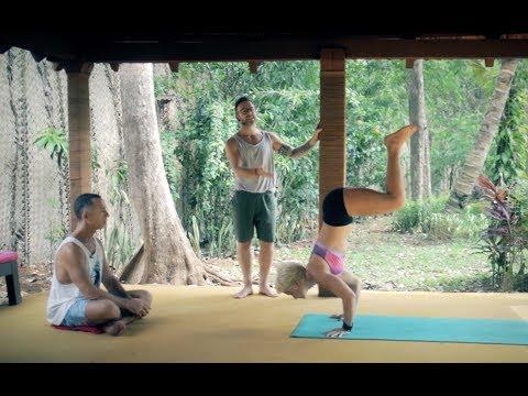 Ashtanga Yoga Transitions between Utkatasana and Virabhadrasana