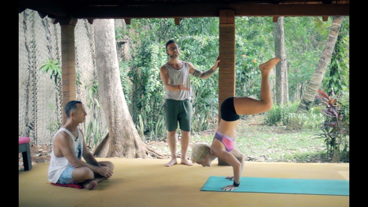 Ashtanga Yoga - Transitions between Utkatasana and Virabhadrasana