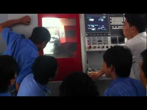 thầy long phụng dạy CNC trường CDKT cao thắng (máy tiện CNC)