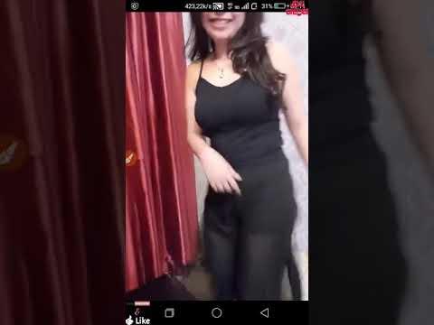 Goyang Bokong Bergetar Seksi Hot