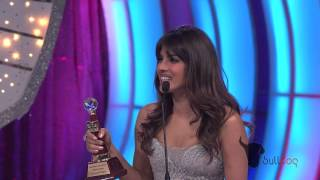 Priyanka Chopra wins Favorite International Music Debut at the People