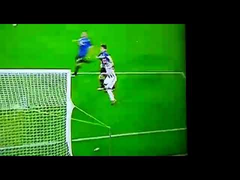 De roon strappa la maglia di Benatia Rissa in campo Juventus-Atalanta 2-0 HD